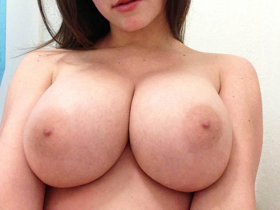 Stora bröst och svälja tills ingenting mer kommer
